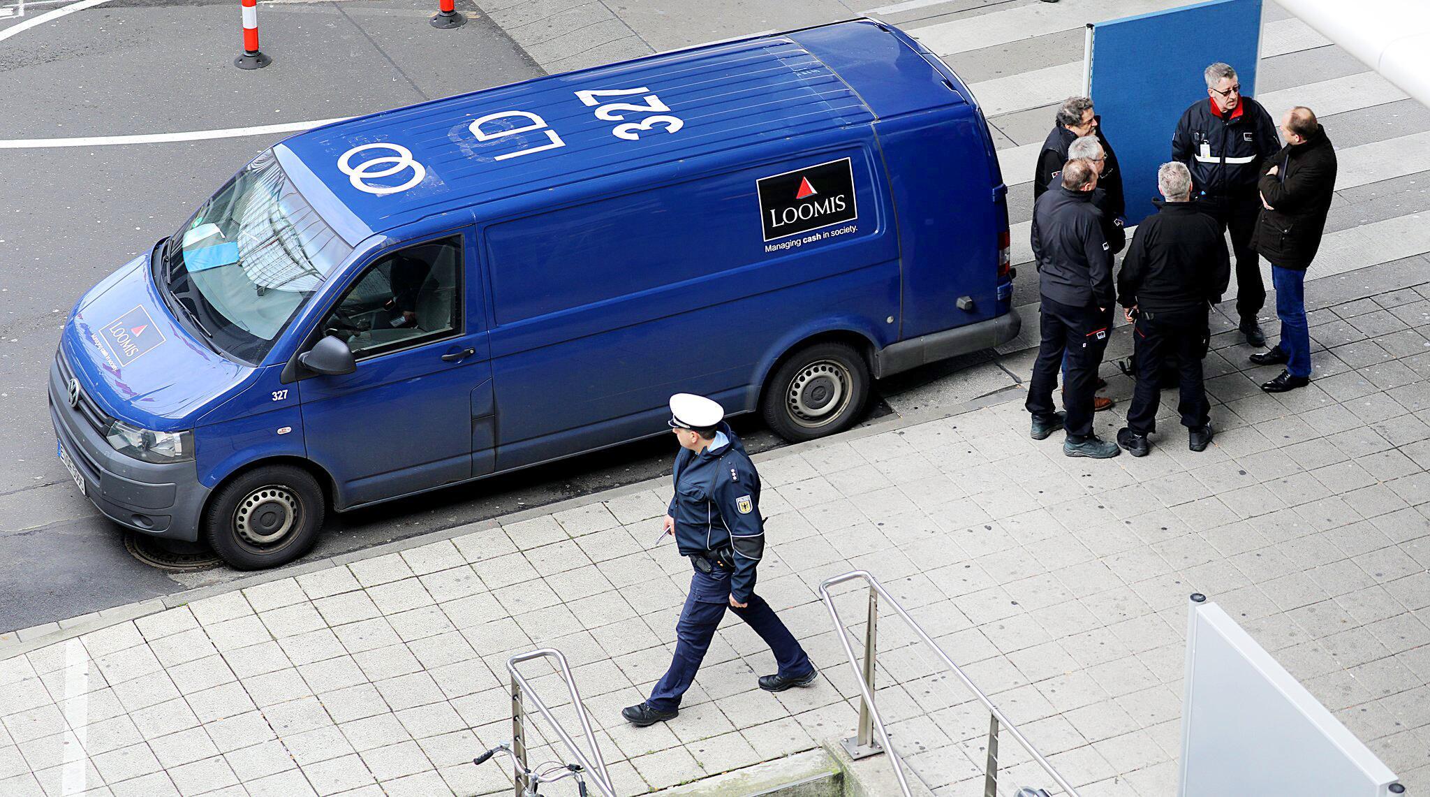 Bild zu Überfall auf Geldtransporter am Köln/Bonner Flughafen