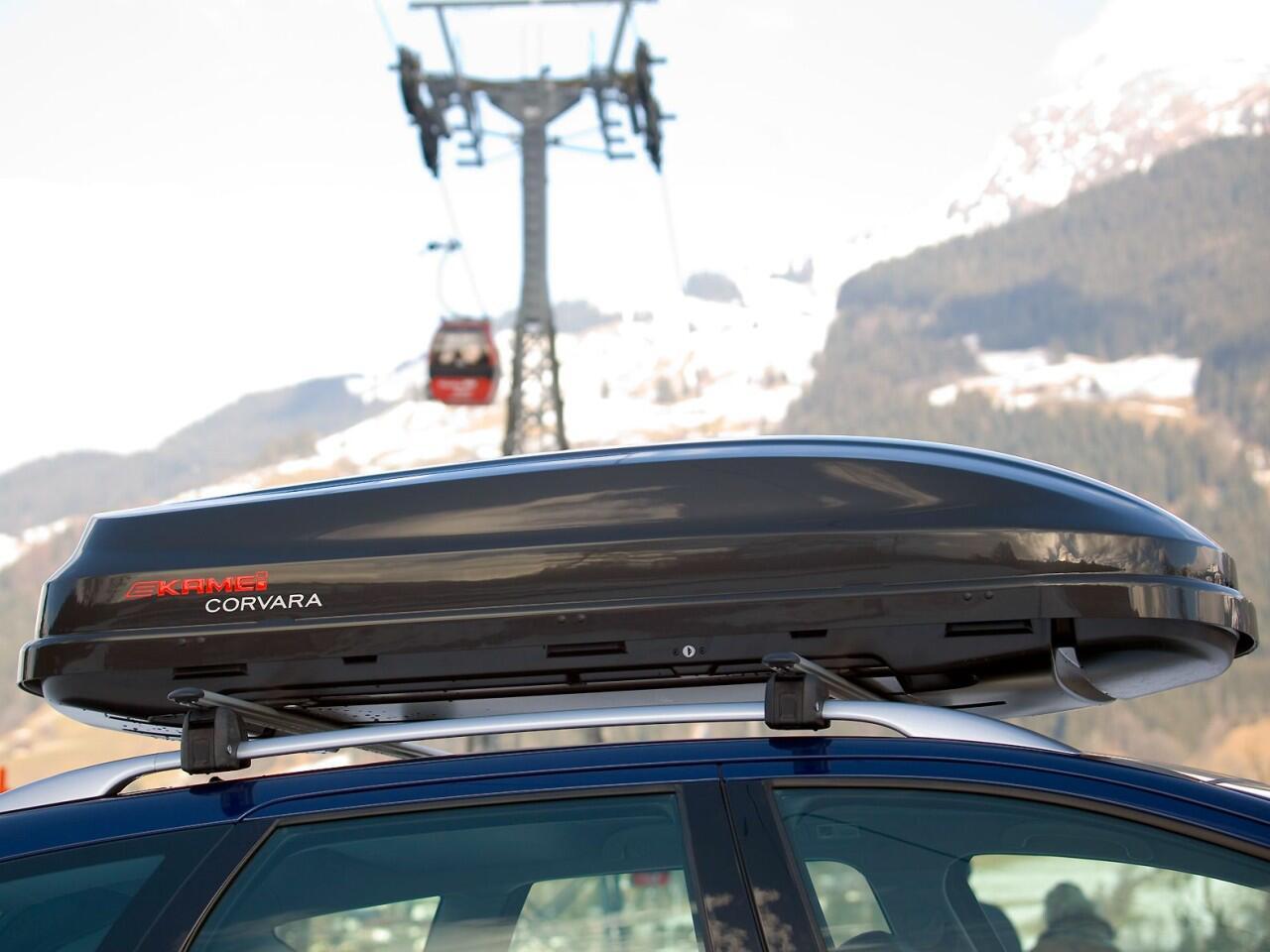 Bild zu Sicher in den Skiurlaub: Zum Beispiel mit einer Dachbox für das Wintersportgerät