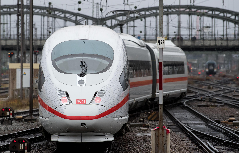 Bild zu Opening of the high-speed railway route Berlin-Munich