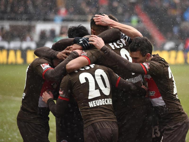Bild zu FC St.Pauli - Holstein Kiel