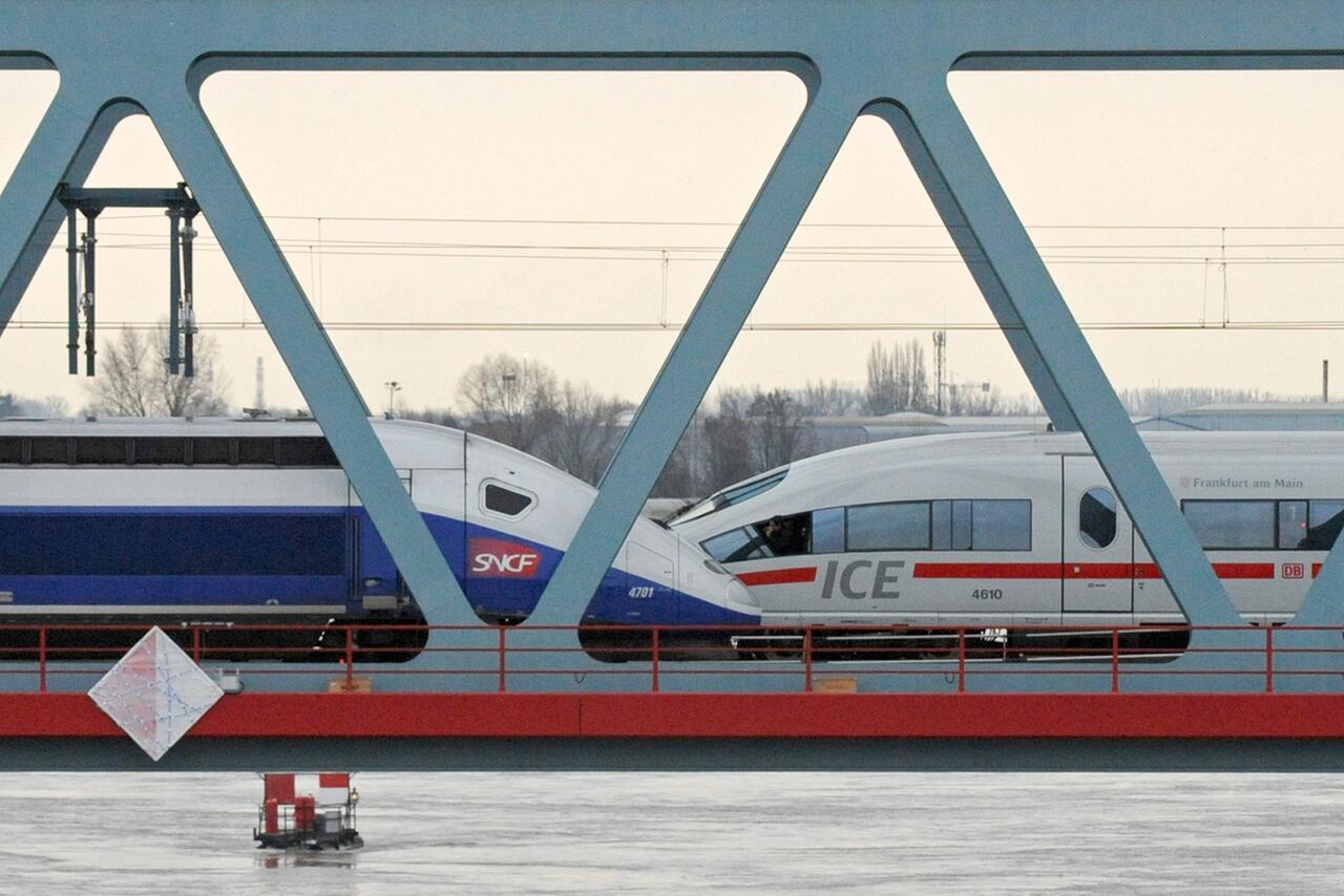 Bild zu Zug, Alstom, Siemens