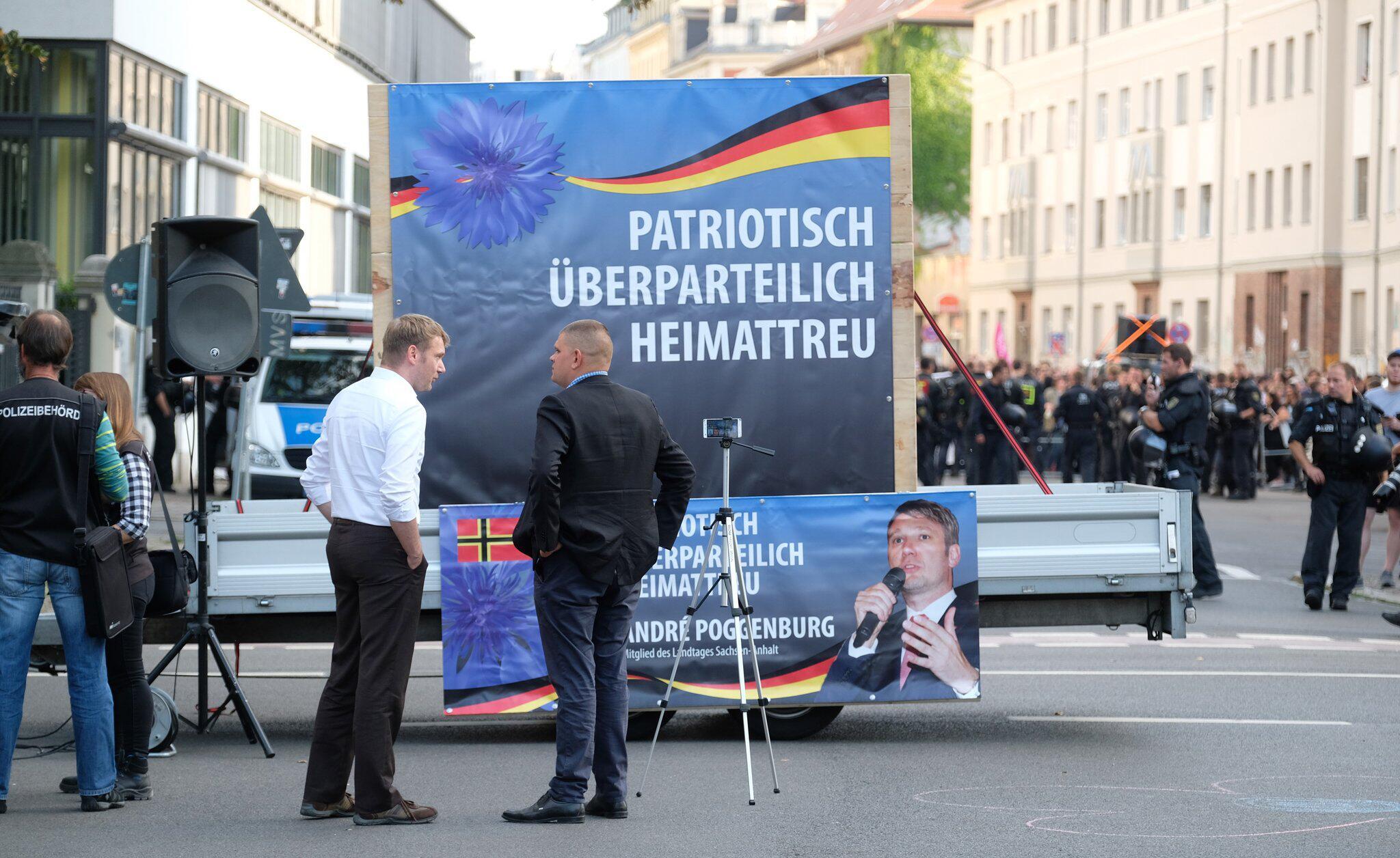 Bild zu Demo gegen rechte Kundgebung