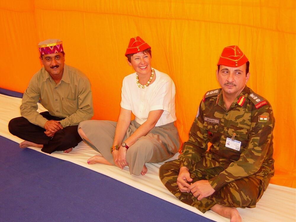 Angela Kane in Eritrea mit den indischen Peacekeepern.