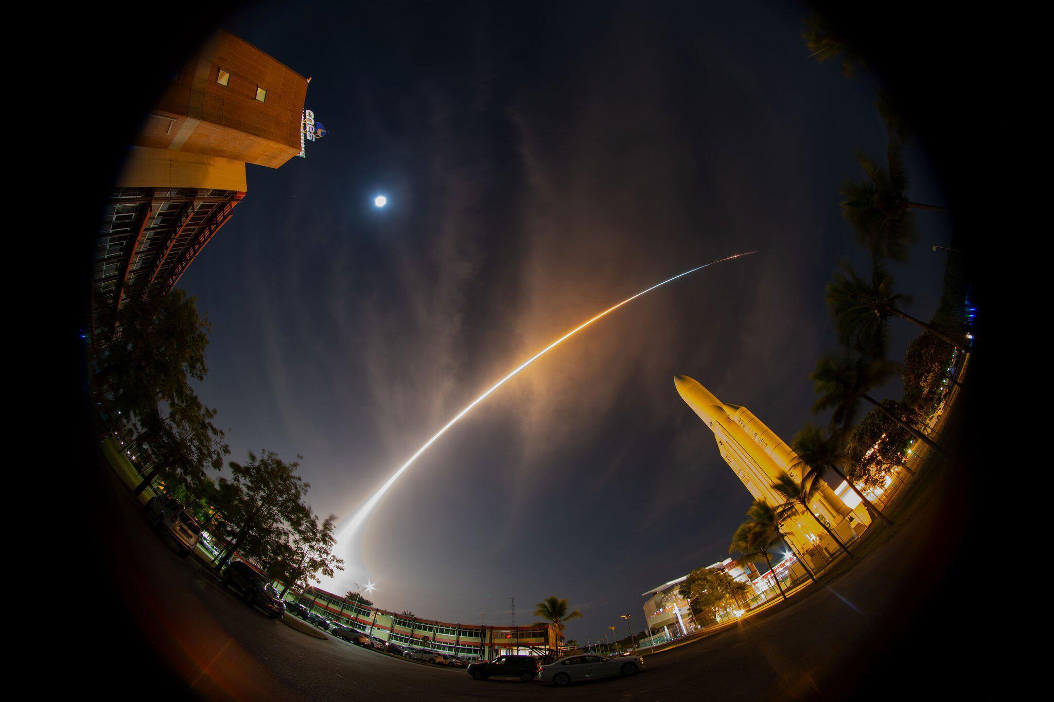 Bild zu Start Ariane 5 mit Weltraumsonde BepiColombo