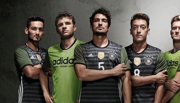 Bild zu Nationalmannschaft, Auswärtstrikot