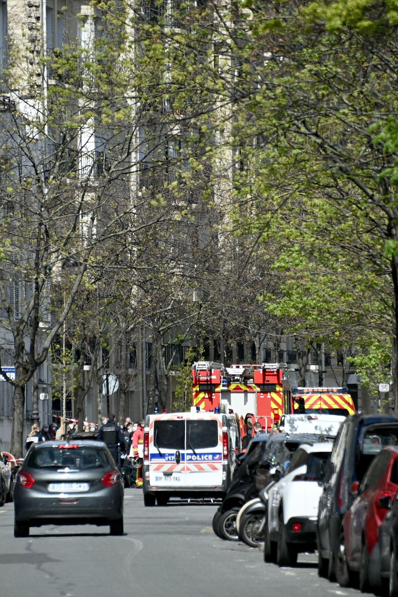 Bild zu Schüsse vor Krankenhaus in Paris