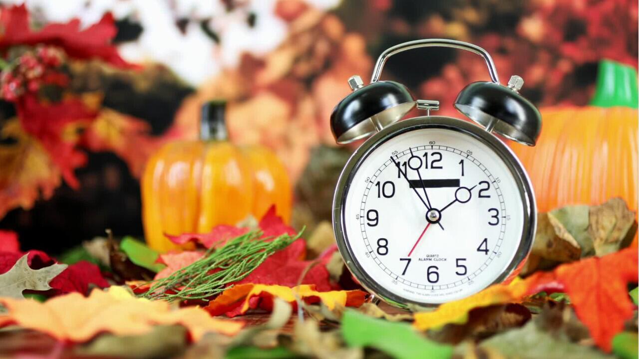 Bild zu Stellt man die Uhr bei der Zeitumstellung nun vor oder doch zurück?