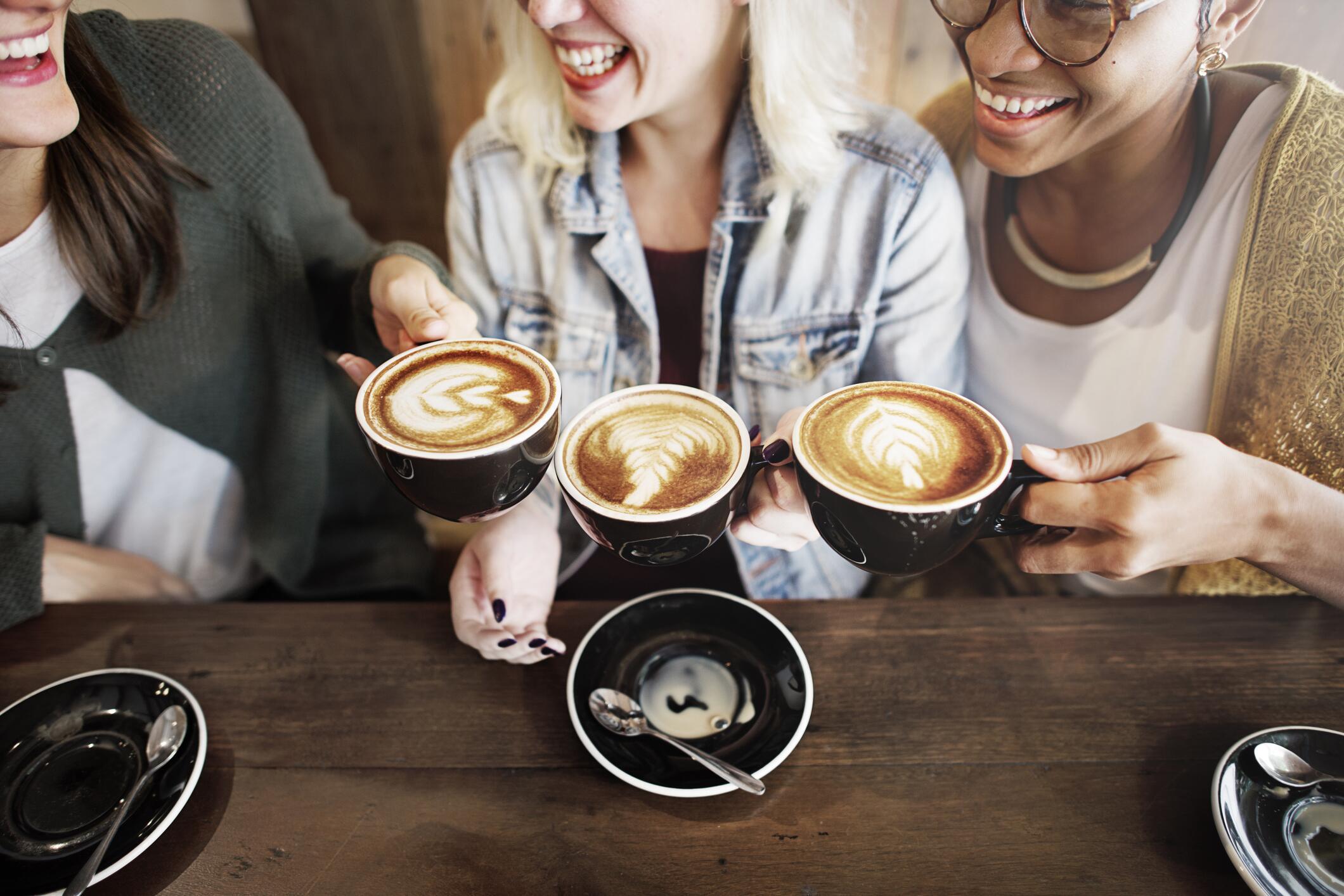 Bild zu kaffee, milchschaum, espresso, barista, filter, milch, kanne, cold brew, french press