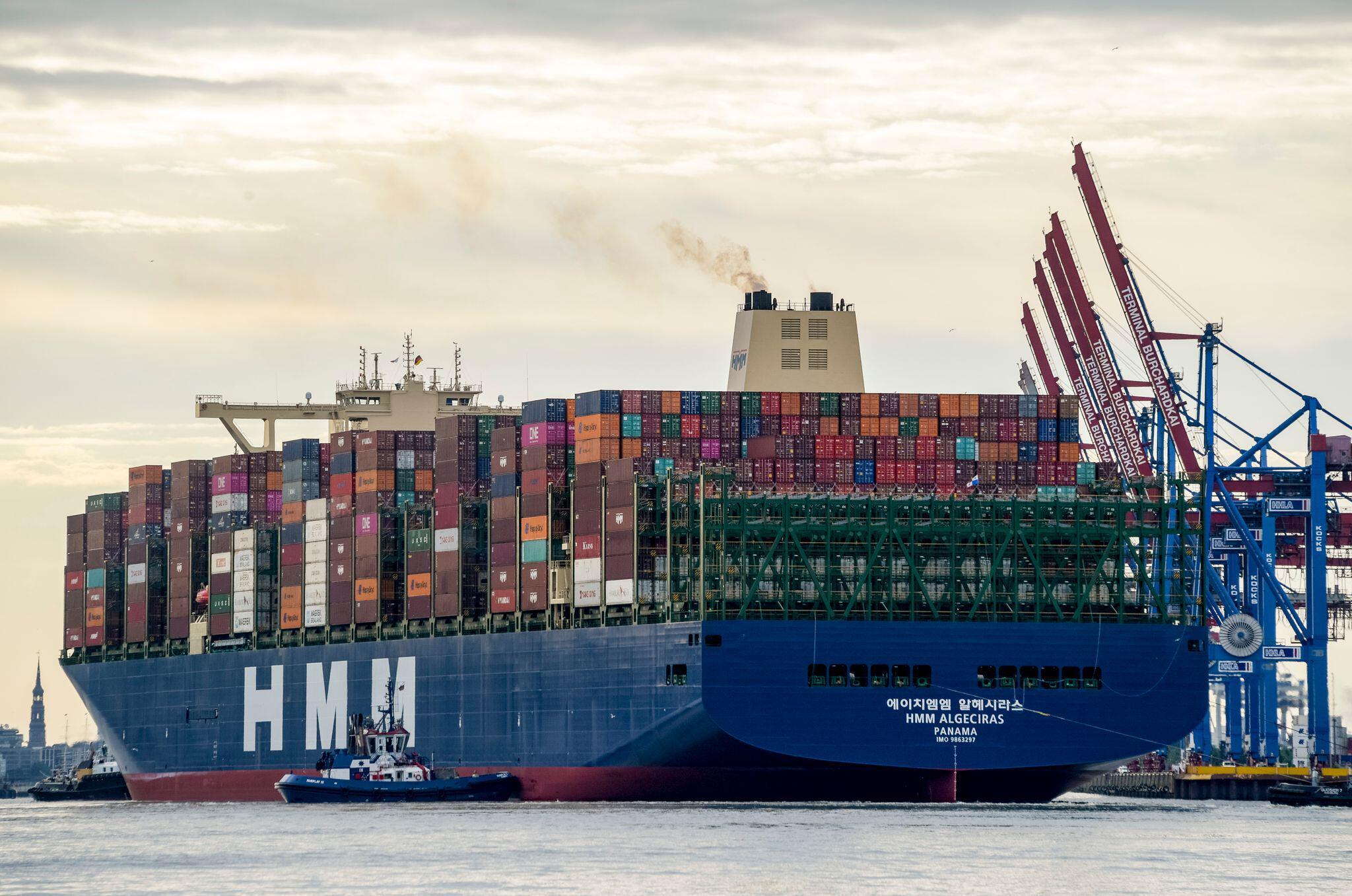 Bild zu Weltgrößtes Containerschiff im Hamburger Hafen