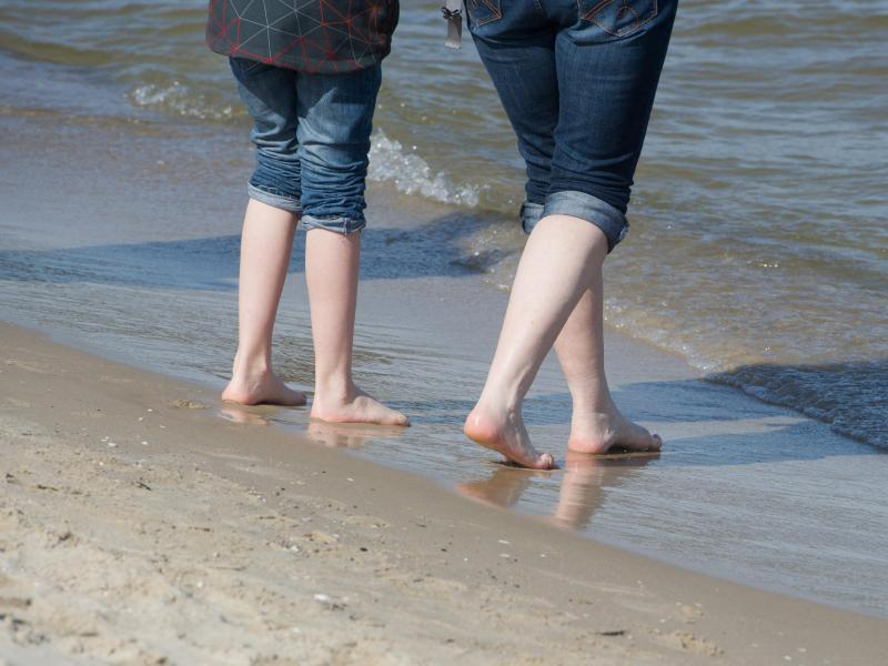 Bild zu Barfußlaufen am Strand