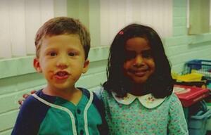 Dieser Junge gab seiner Kindergartenfreundin ein Versprechen - Jahre später lös