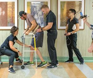 Elektrostimulation bringt Gelähmten zum Gehen