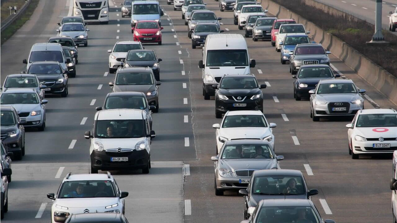 Bild zu Im Stau gibt es einige Dinge, die Autofahrer unbedingt beachten sollten.