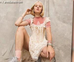 Unrasierte Beine: Model bekommt Vergewaltigungs-Drohungen