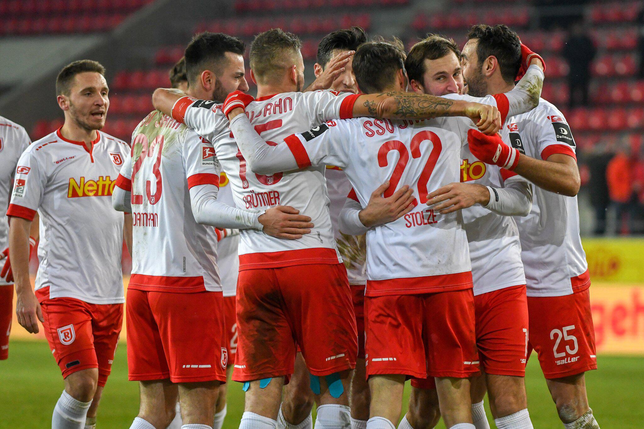 Bild zu Jahn Regensburg - SC Paderborn 07