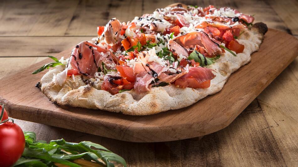 Pinsa, Pizza, Unterschied