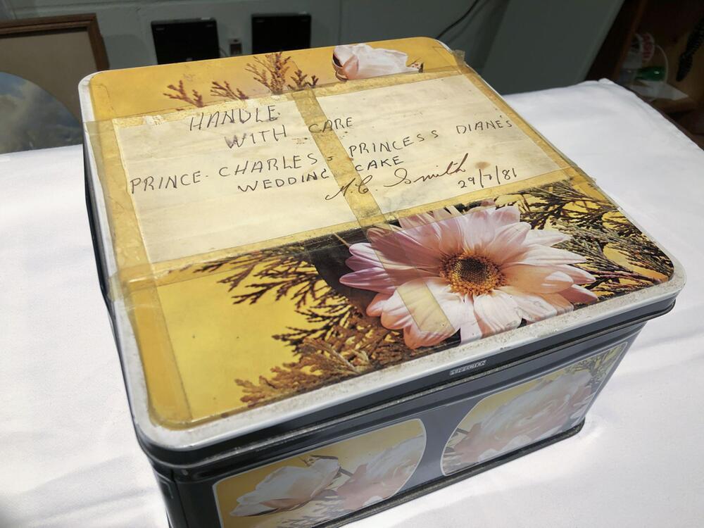 Stück Torte vonCharles und Diana wird versteigert