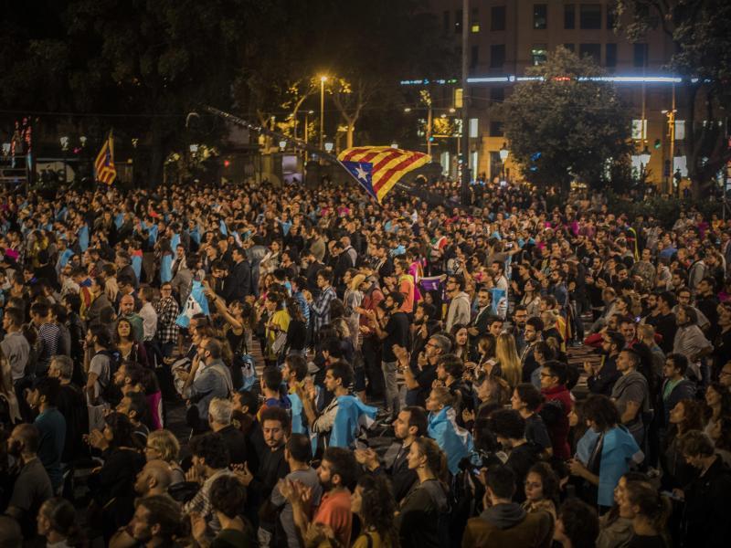 Bild zu Menschenmengen in Barcelona