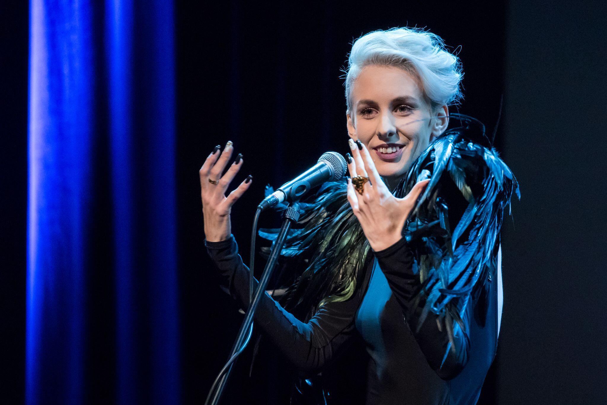 Bild zu Österreichische Kabarettistin Lisa Eckhart von Festival ausgelade