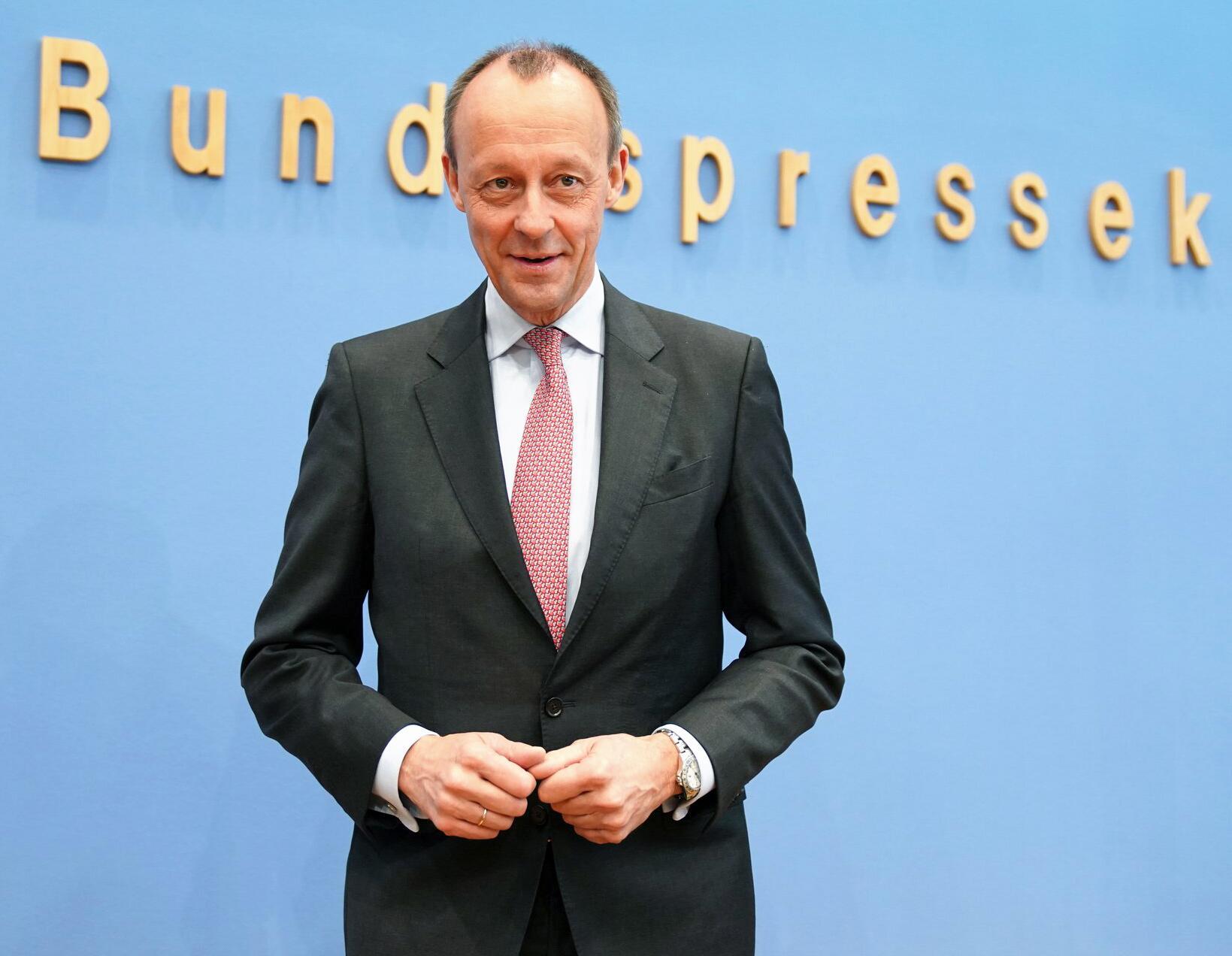 Bild zu Pressekonferenz Merz