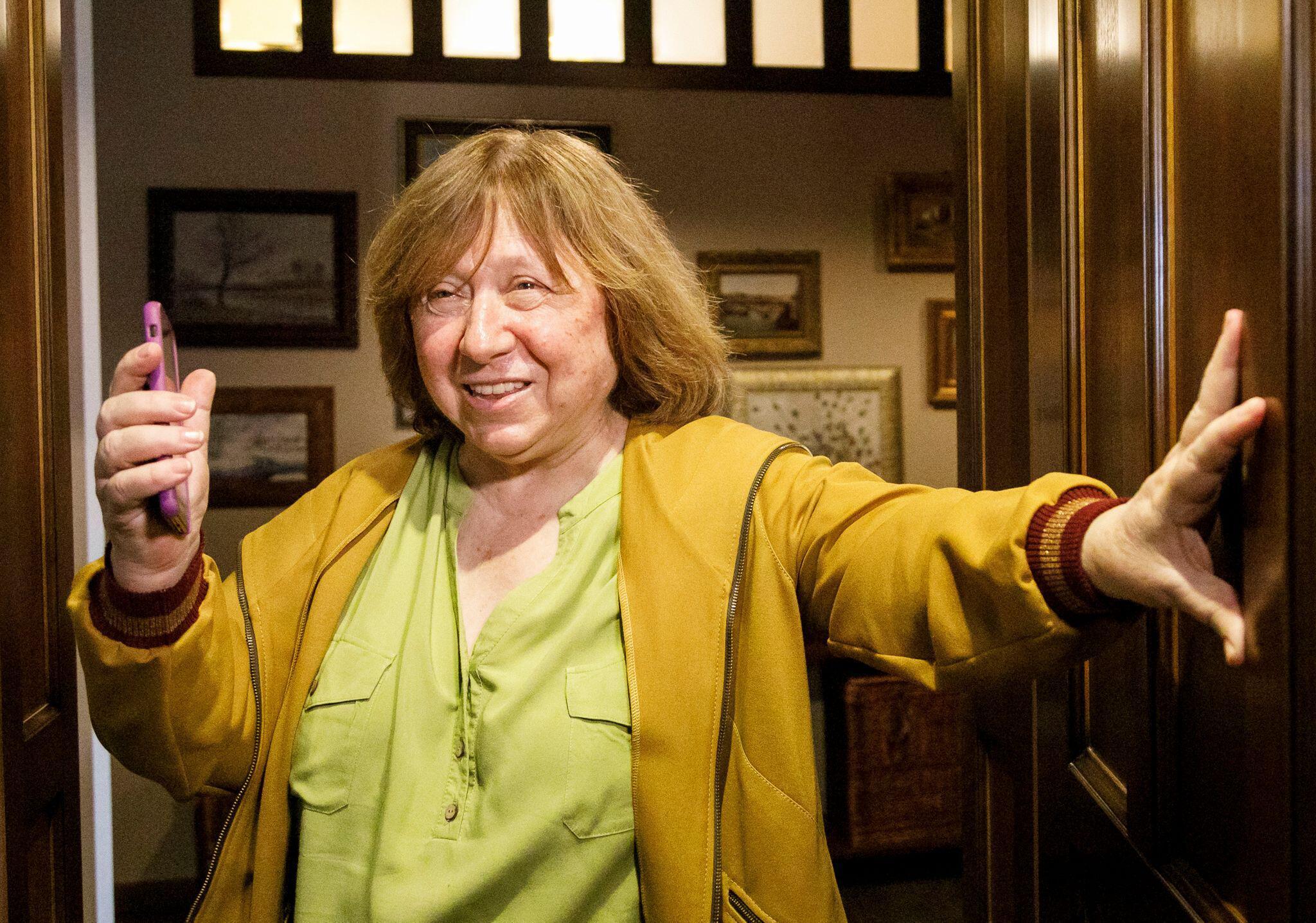 Bild zu Literaturnobelpreisträgerin Alexijewitsch verlässt Belarus