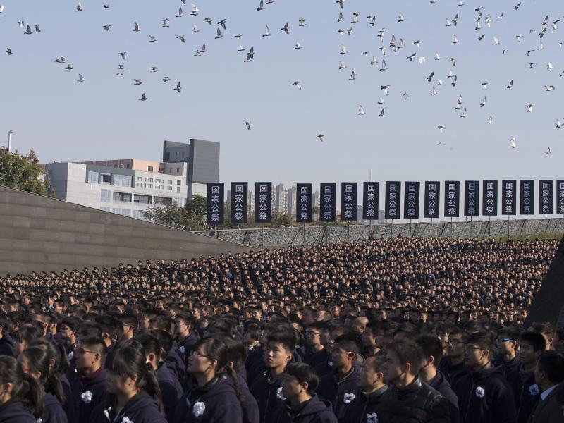 Bild zu Im Gedenken an 300 000 Tote