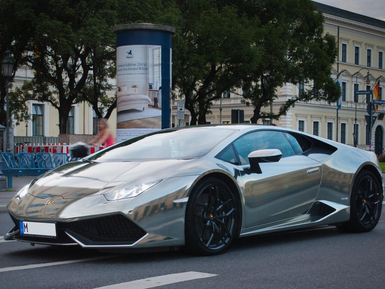 Bild zu Furiose Folierung: Lamborghini Huracán in schnittigem Gewand
