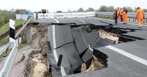 Autobahnteilstück versinkt im Moor