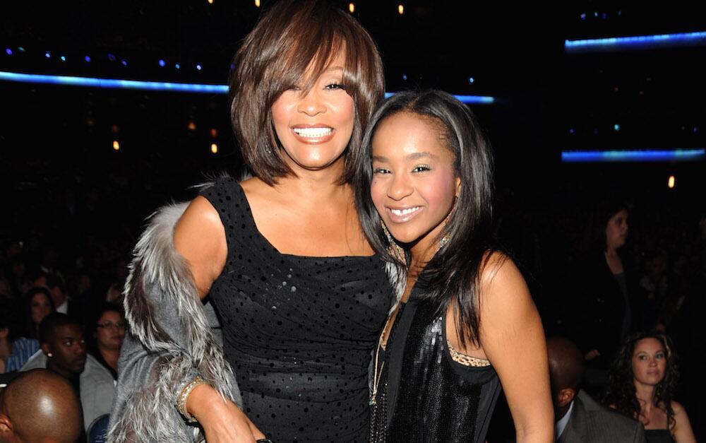 Bild zu Whitney Houston und Tochter Bobbi Kristina Brown 2009 bei den American Music Awards