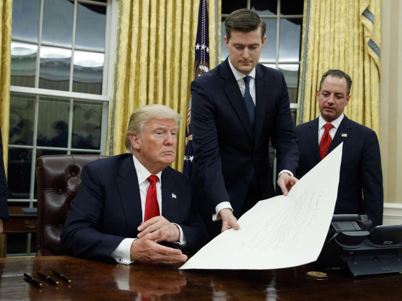 Bild zu Donald Trump verliert Mitarbeiter