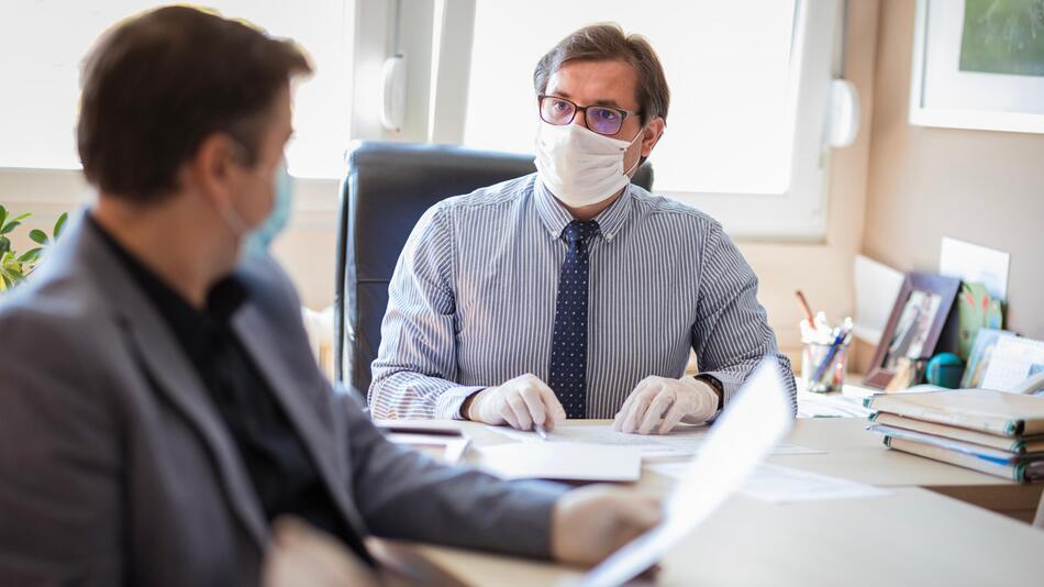 Impfen, Arbeit