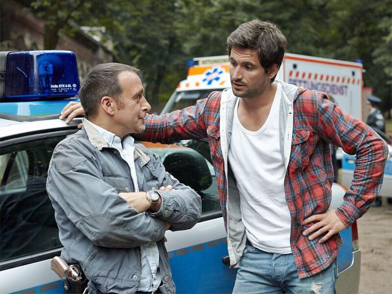 """Bild zu Semir (Erdogan Atalay, l.) und Ben (Tom Beck) sind bei """"Alarm für Cobra 11"""" im Einsatz"""
