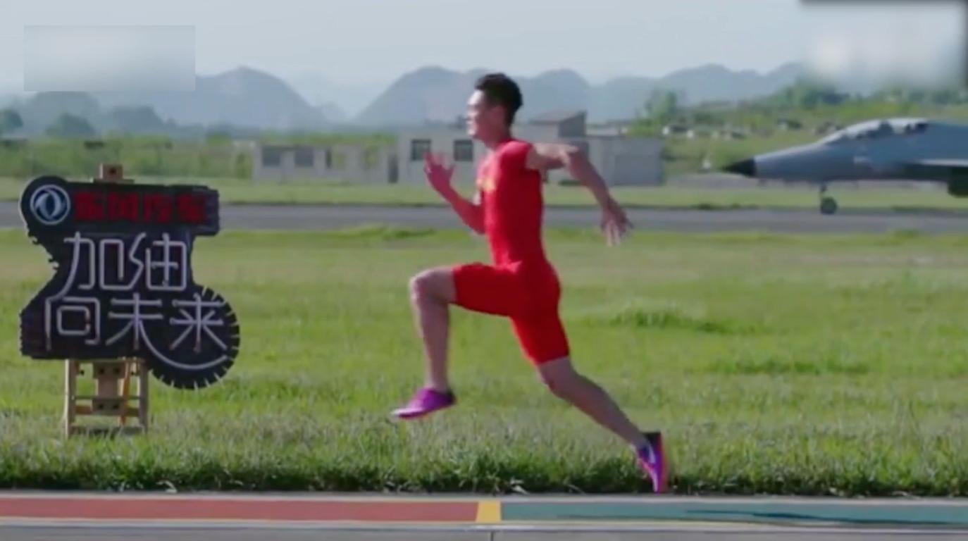 Bild zu Chinesischer Läufer gewinnt 50-Meter-Rennen gegen einen Kampfjet