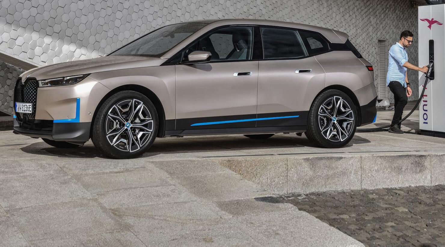 Bild zu BMW präsentiert iX