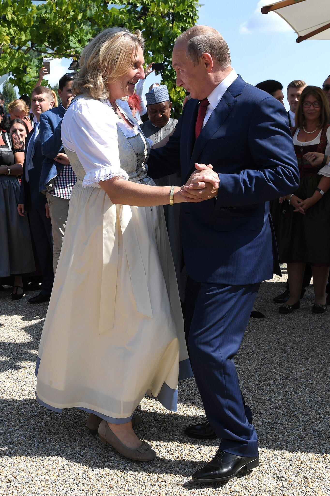 Bild zu Hochzeit von Außenministerin Kneissl in Österreich, Wladimir Putin