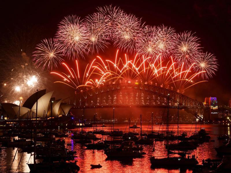 Bild zu Australien bergrüßt das neue Jahr