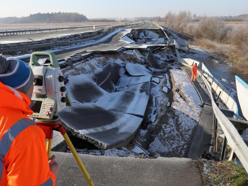 Bild zu Loch in der Ostseeautobahn