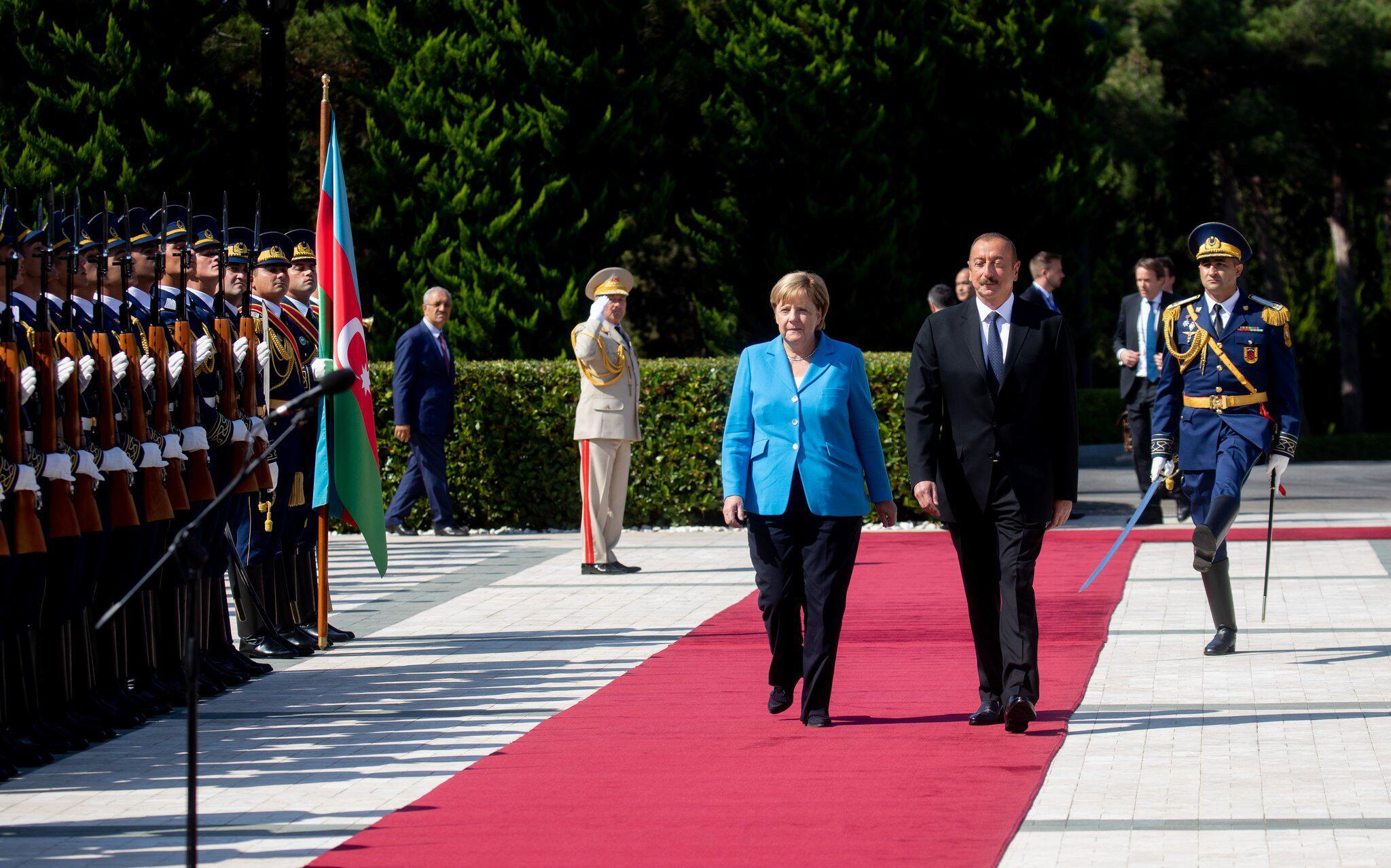 Bild zu German Chancellor Angela Merkel visits Azerbaijan