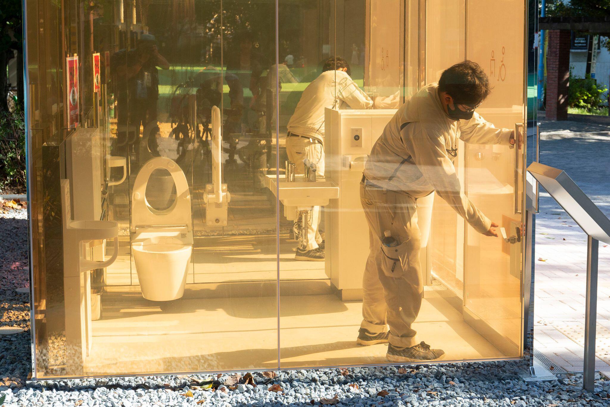 Bild zu Transparente Toiletten in Tokio