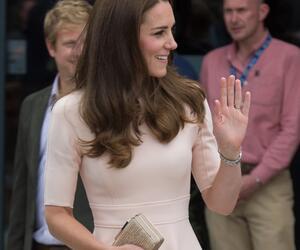 Im Sale gekauft? So viel kostet Herzogin Kates Pastell-Kleid