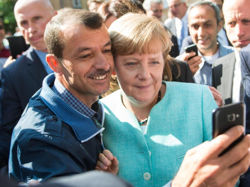 Bild zu Selfie mit Flüchtling