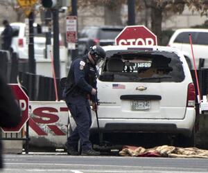 Zwischenfall am Weißen Haus:Auto fährt in Barriere