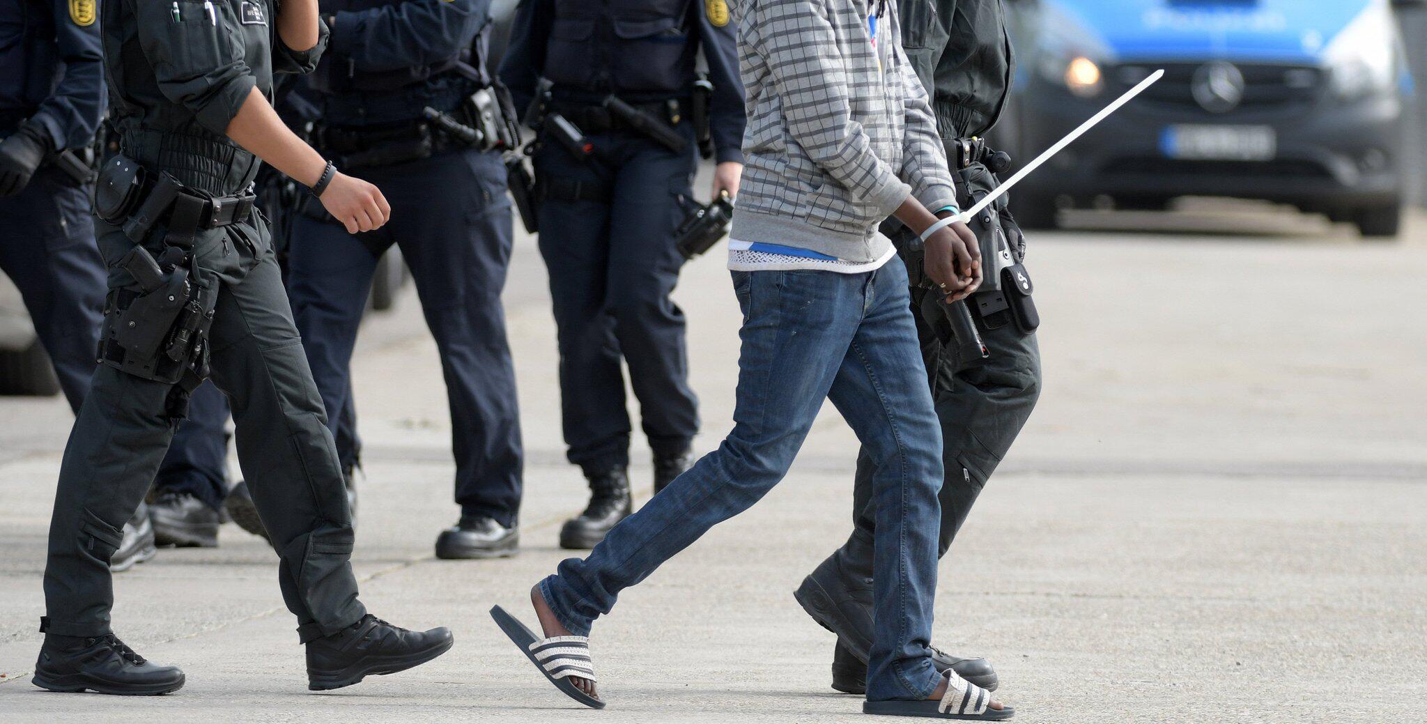 Bild zu Polizeieinsatz im Flüchtlingsheim, Ellwangen