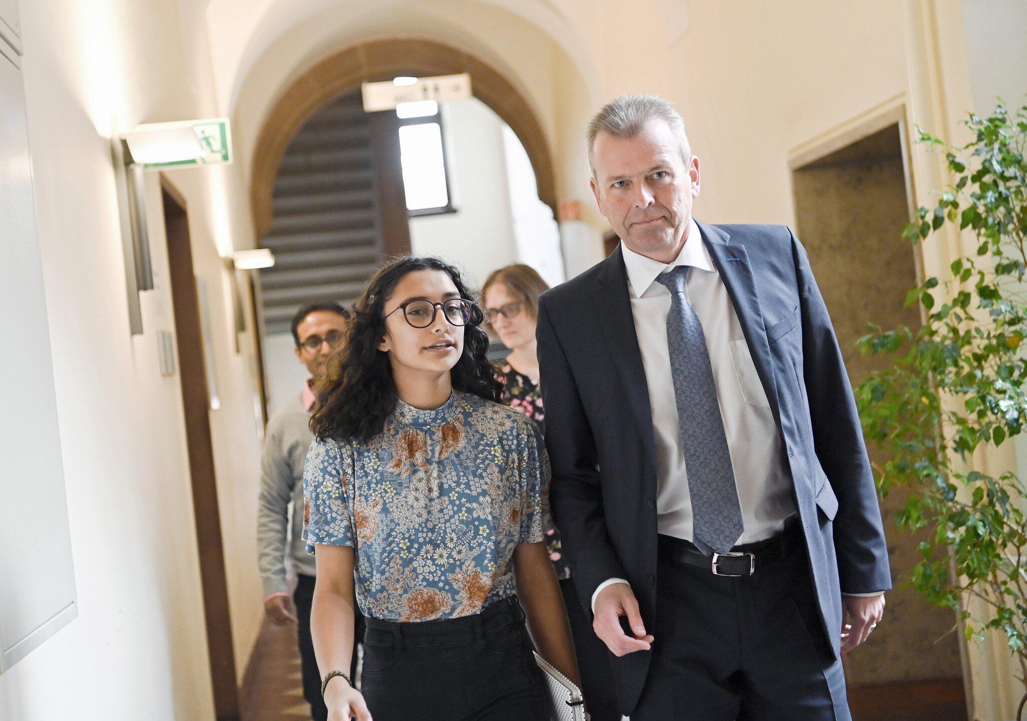 Bild zu Neues Nürnberger Christkind gibt Pressekonferenz