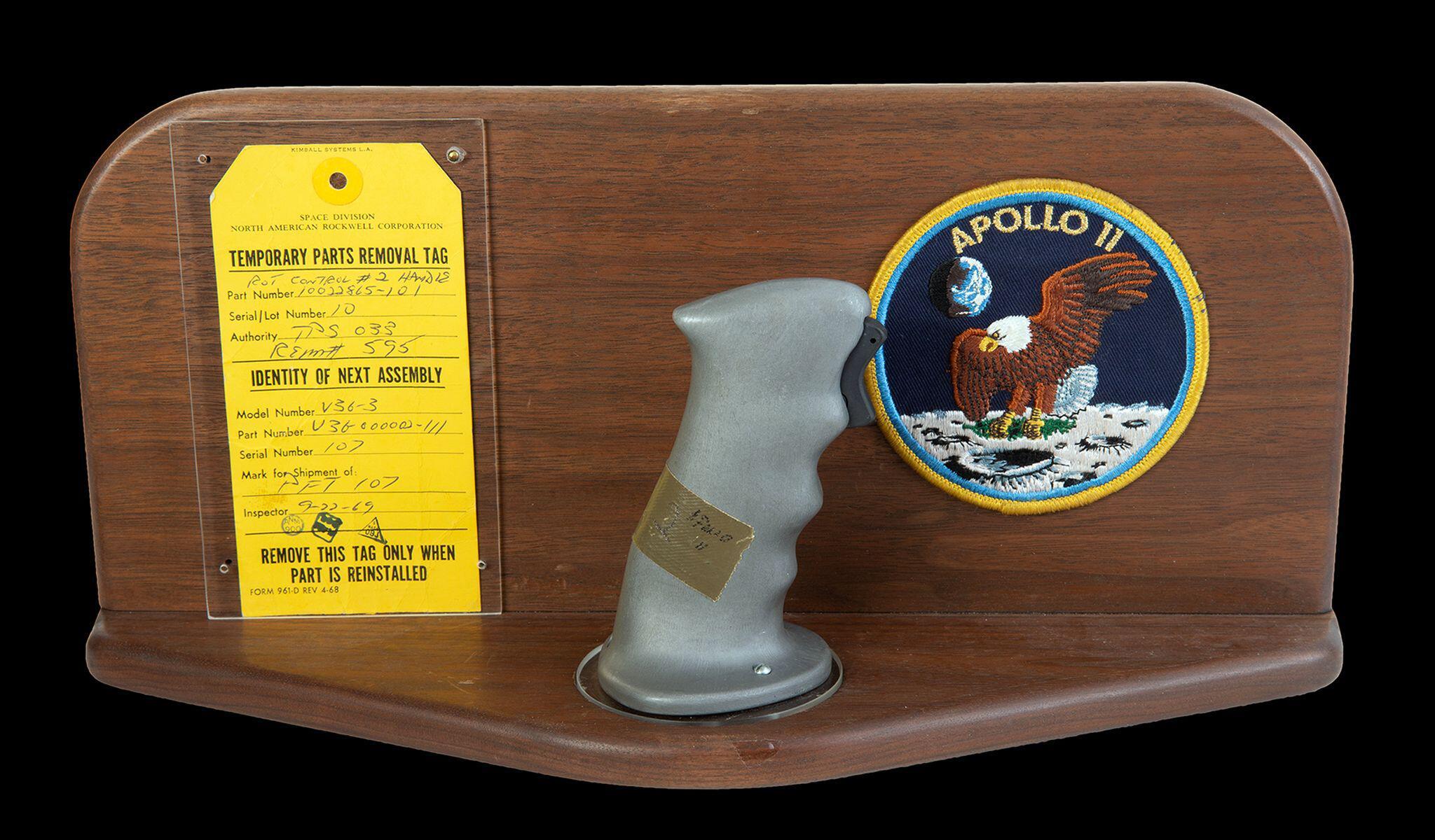 Bild zu Original-Steuerknüppel von Neil Armstrong
