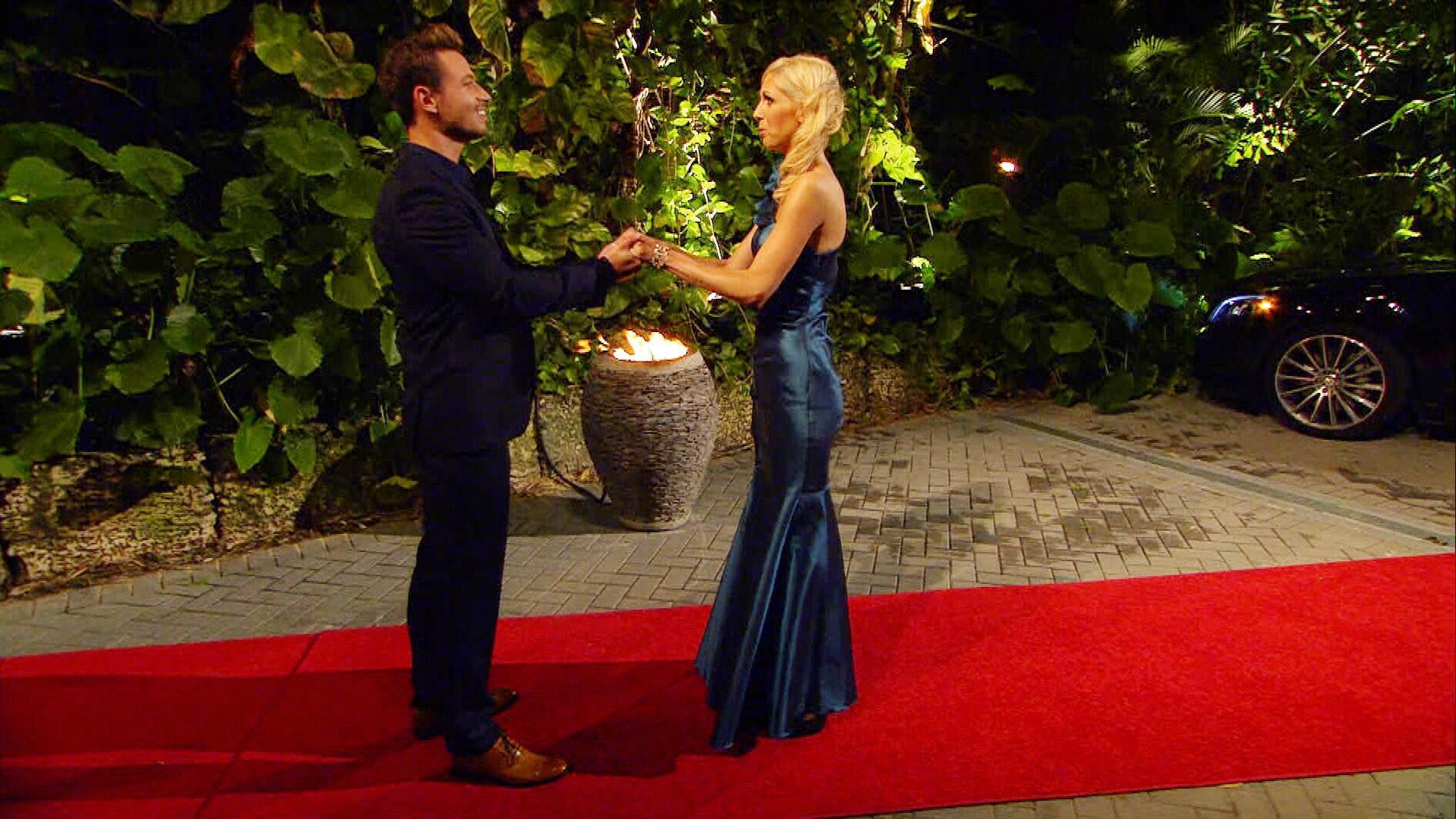 Bild zu Der Bachelor 2017, Sebastian Pannek, Folge 1, erste Nacht der Rosen