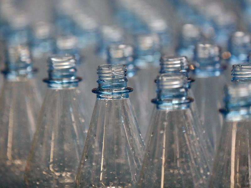 Bild zu Mineralwasserflaschen