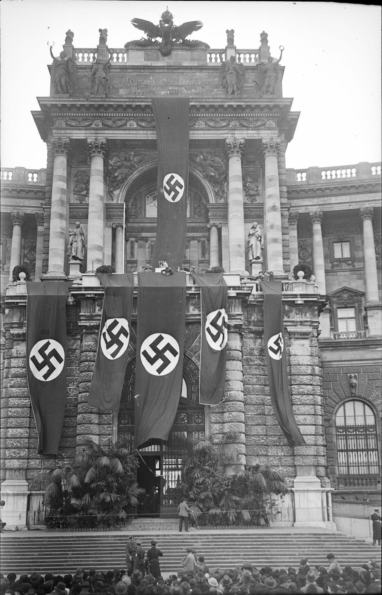 """Bild zu """"Hitler-Balkon"""" an der Wiener Hofburg"""