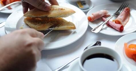 Brötchen und Kaffee