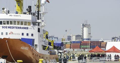 Flüchtlings-Rettungsschiff «Aquarius» in Spanien eingetroffen